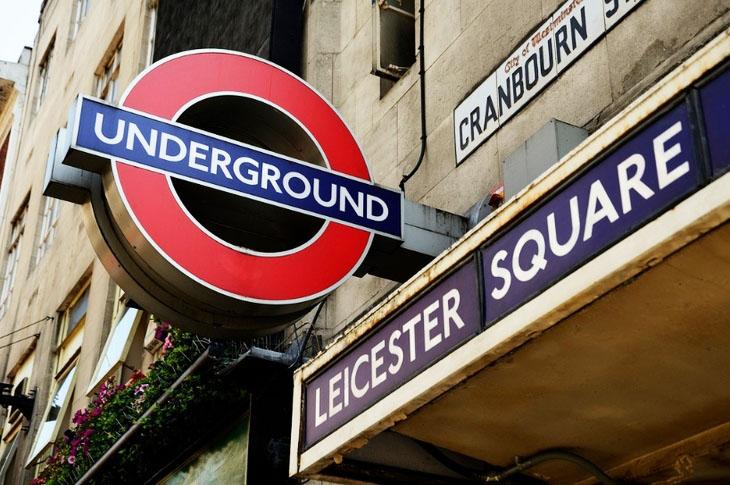papan tanda di london