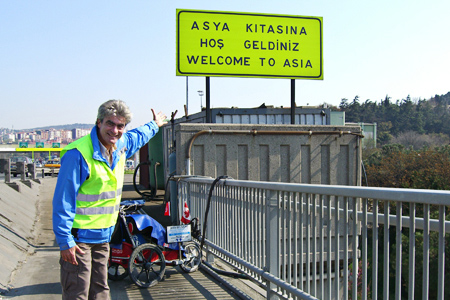 papan tanda dua benua di turki