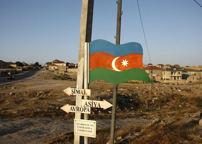 papan tanda sempadan benua azerbaijan