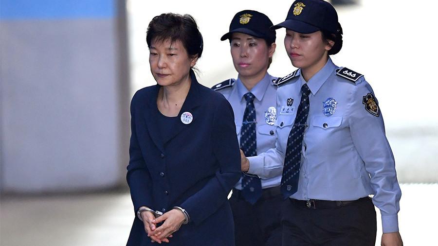 park geun hye pemimpin negara yang dipenjarakan