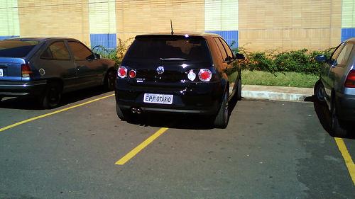 parking sebab kereta dia besar sangat