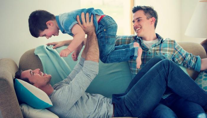 pasangan gay ambil anak angkat