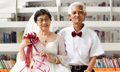 pasangan kahwin usia tua