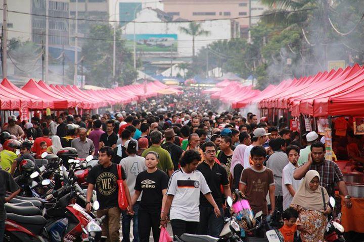 pasar ramadhan memang sentiasa ramai orang
