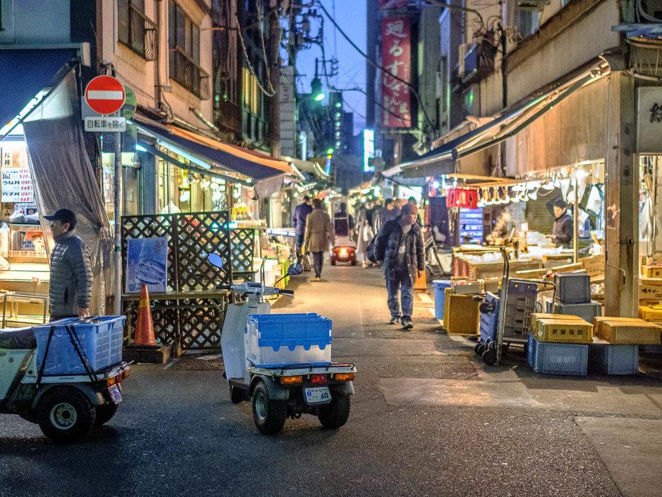 pasar tsukiji paling elok dilawati sebelum subuh