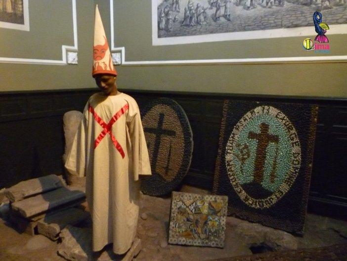 patung sambenito di muzium sejarah