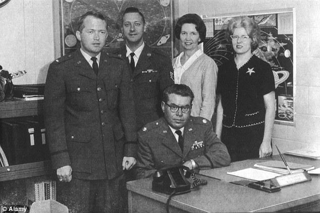 pegawai tentera dalam project blue book