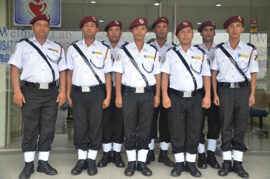 pekerja asing nepal sebagai pengawal keselamatan