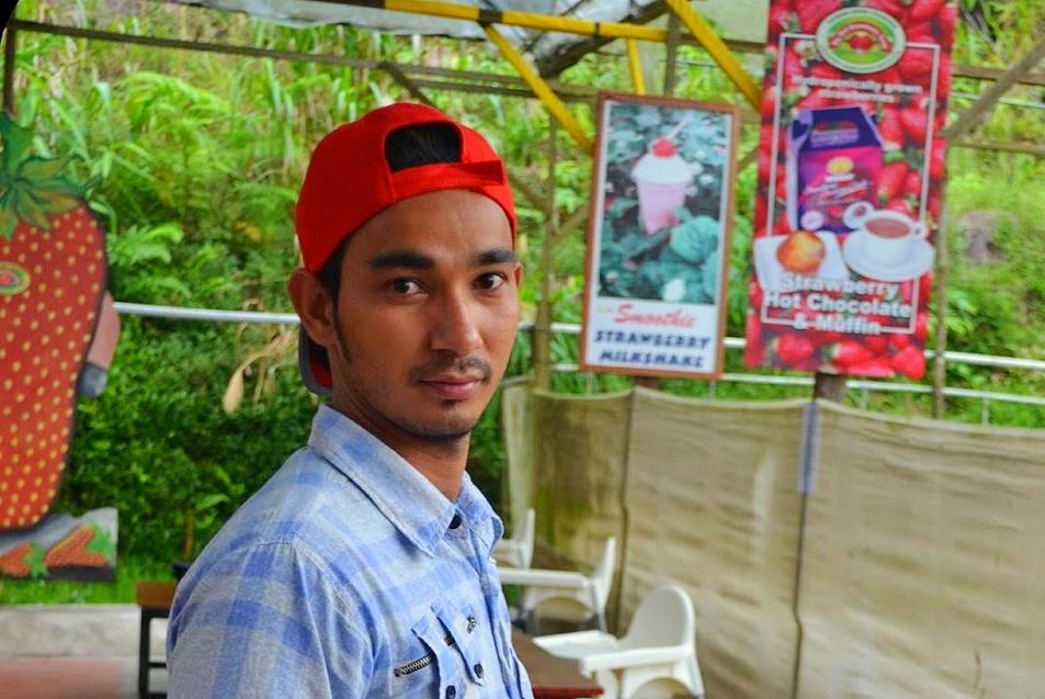 pekerja bangladesh hensem kacak di strawberry farm
