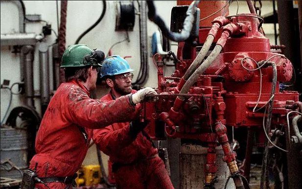 pekerja pelantar minyak