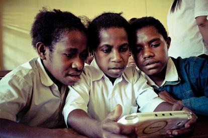 pelajar dari tolikara memanfaatkan game learning dalam pembelajaran matematik 210