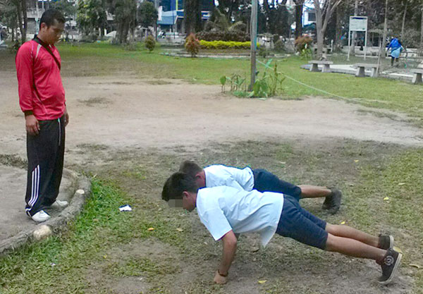 pelajar dihukum dengan hukuman pumping