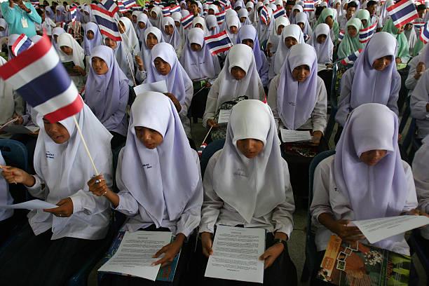 pelajar sekolah di thailand dikahwinkan awal