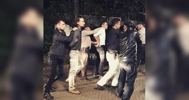 pelakon ashraf sinclair ditahan polis di indonesia 1