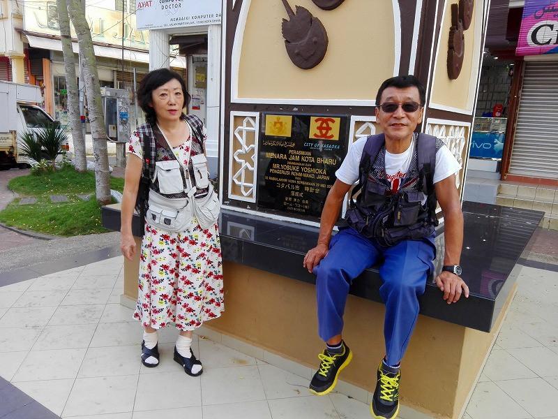 pelancong jepun melawat menara jam kasaoka