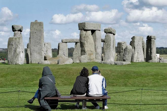 pelancong stonehenge