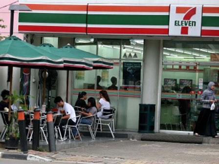 pelanggan melepak di 7 eleven di indonesia