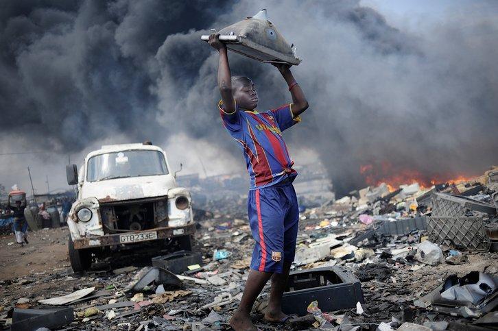 pelupusan sampah yang diimport di afrika