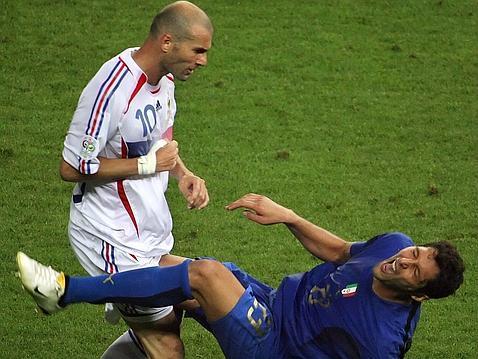 pemain paling bermasalah disiplin zidane tanduk pemain itali