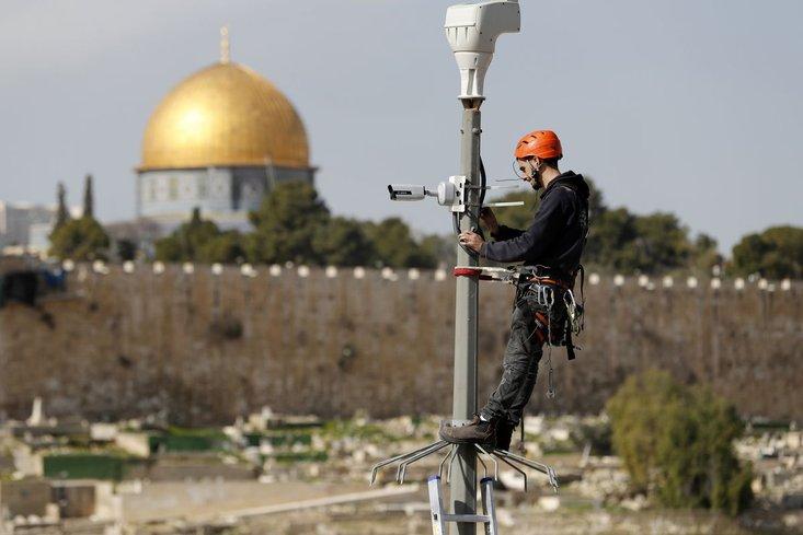 pemasangan cctv pantau pergerakan palestin