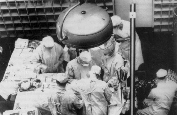 pembedahan pertama yang berjaya dalam sejarah