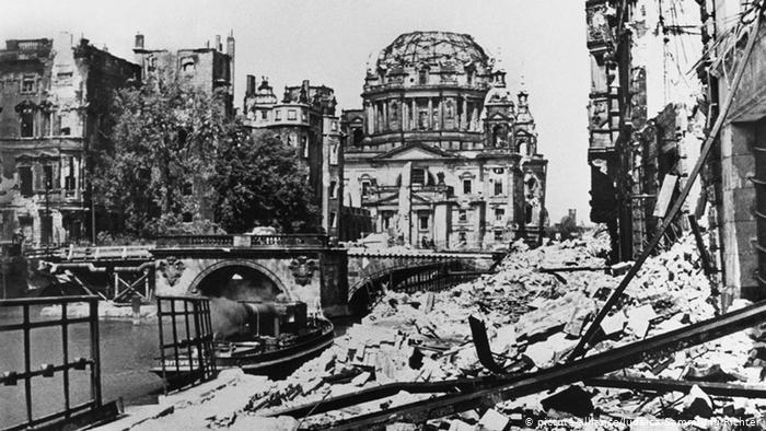 pembinaan semula berlin selepas ww2