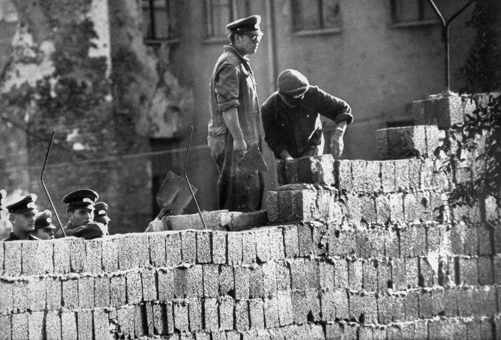 pembinaan tembok berlin sejarah perpecahan jerman barat dan timur sebabkan tembok berlin dibina 00