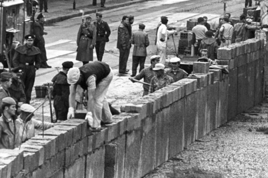 pembinaan tembok berlin sejarah perpecahan jerman barat dan timur sebabkan tembok berlin dibina 1