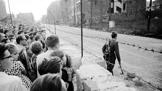 pembinaan tembok berlin sejarah perpecahan jerman barat dan timur sebabkan tembok berlin dibina 2