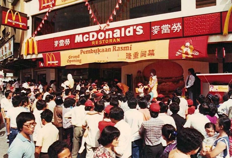 pembukaan mcdonalds pertama di malaysia 355