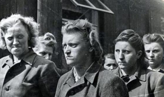 pembunuhan beramai ramai yahudi oleh tentera nazi hitler