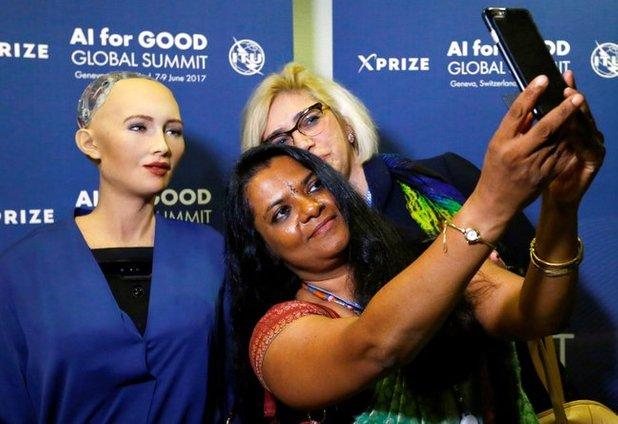 peminat selfie bersama sophia