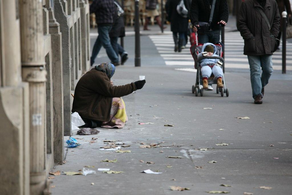 peminta sedekah di paris