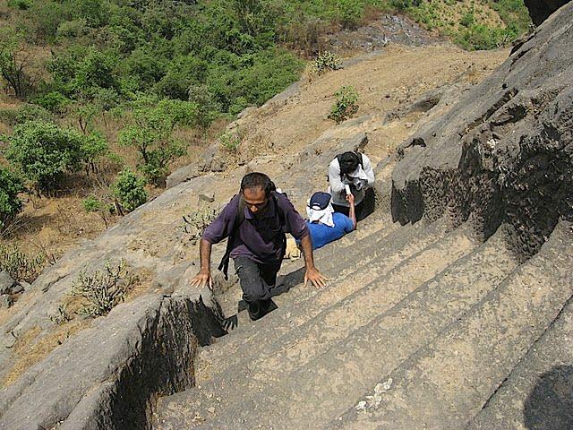 pendaki harus menggunakan tangan untuk mendaki 758