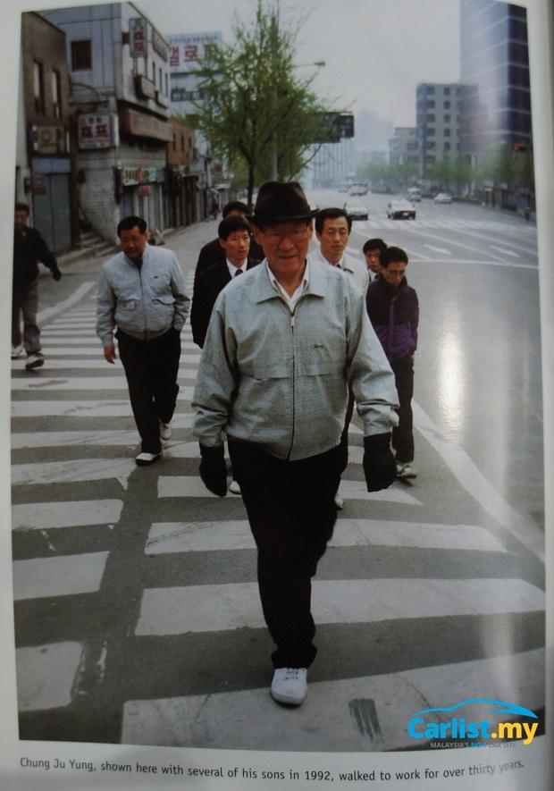 pengasas ceo berjalan ke tempat kerja