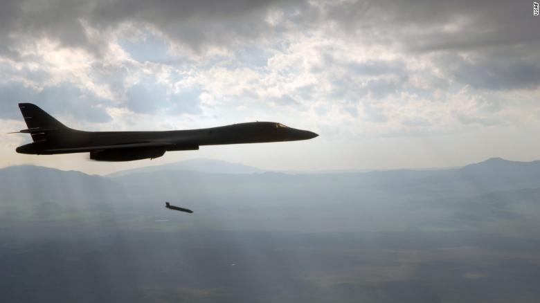 pengebom us b1 inilah senjata yang digunakan amerika syarikat perancis dan uk dalam serangan ke atas syria