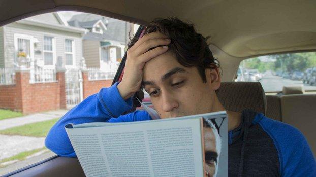pening ketika membaca dalam kereta