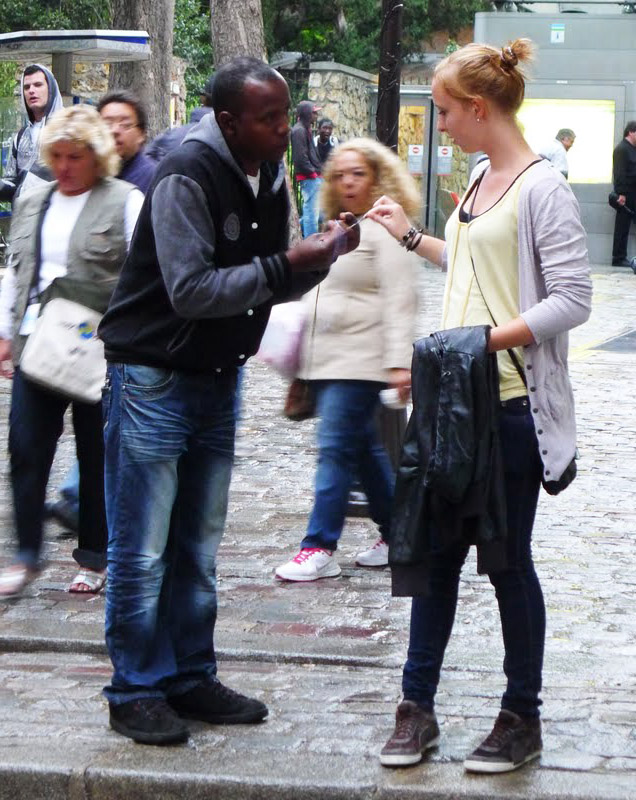 penipuan gelang tangan biasa memperdaya wanita