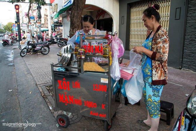 penjual makanan tepi jalan di vietnam 2 976