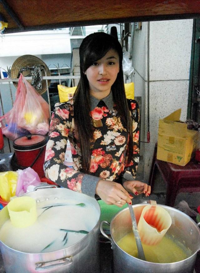 penjual makanan tepi jalan di vietnam viral