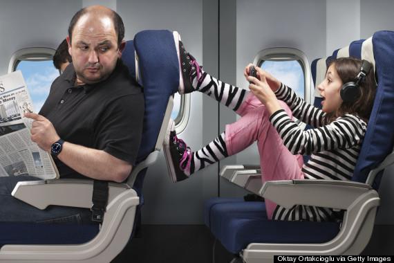 penumpang tendang belakang kerusi