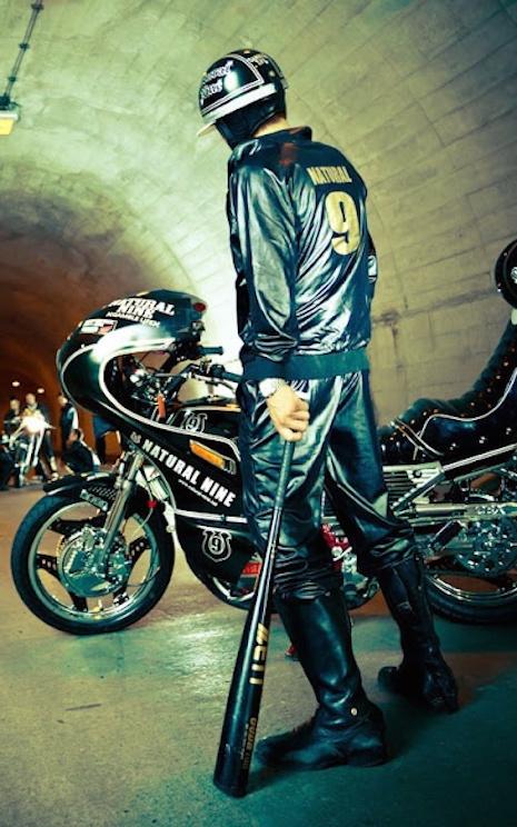 penunggang motosikal rempit bosozoku samseng jalanan membawa senjata