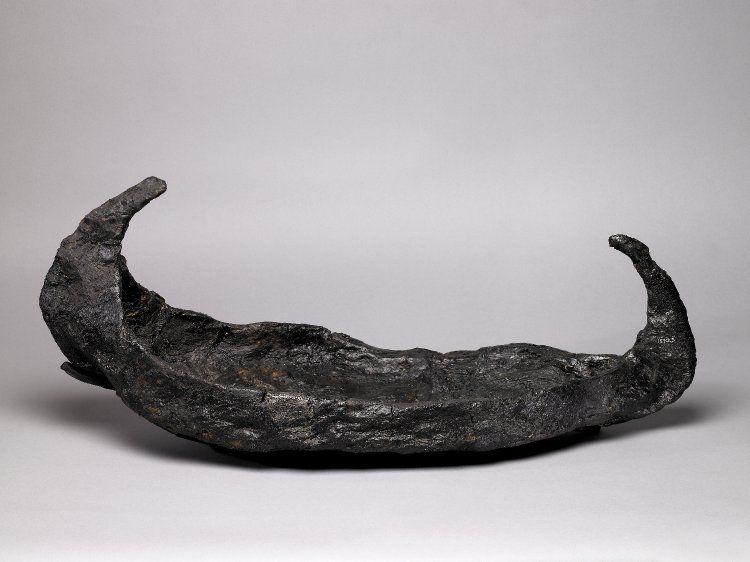 perahu lama yang disalut bitumen