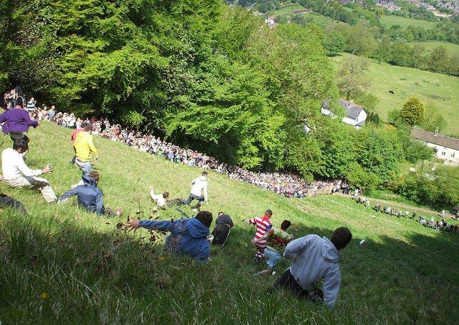 perayaan berbahaya di dunia england cheese rolling