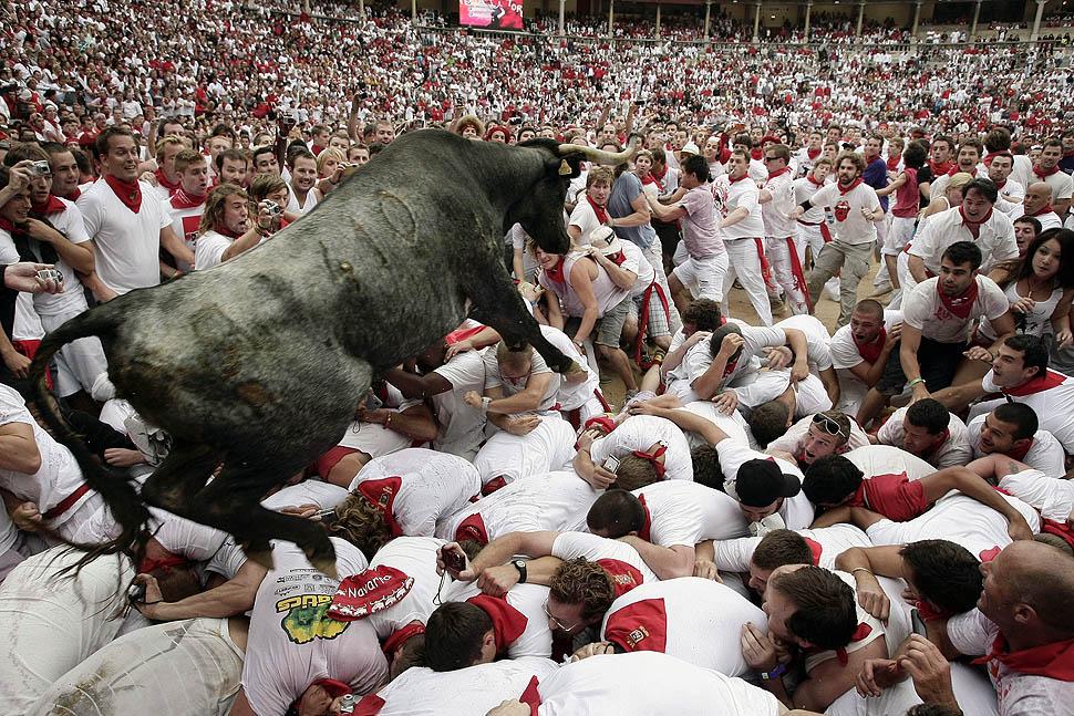 perayaan berbahaya di dunia fiesta de san ferm n sepanyol dikejar lembu jantan