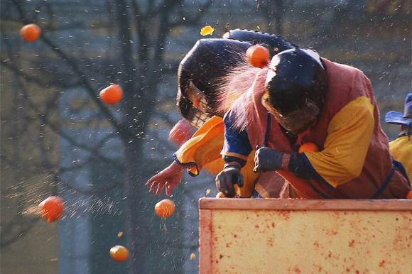 perayaan berbahaya di dunia itali baling oren