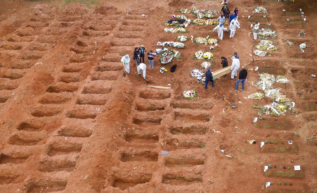 perkuburan mangsa covid19 di brazil