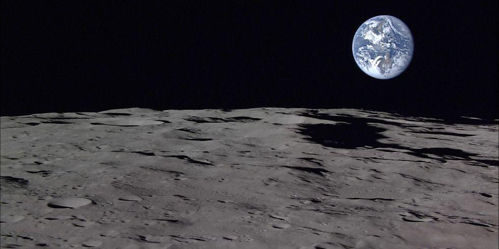 permukaan bulan dengan bumi