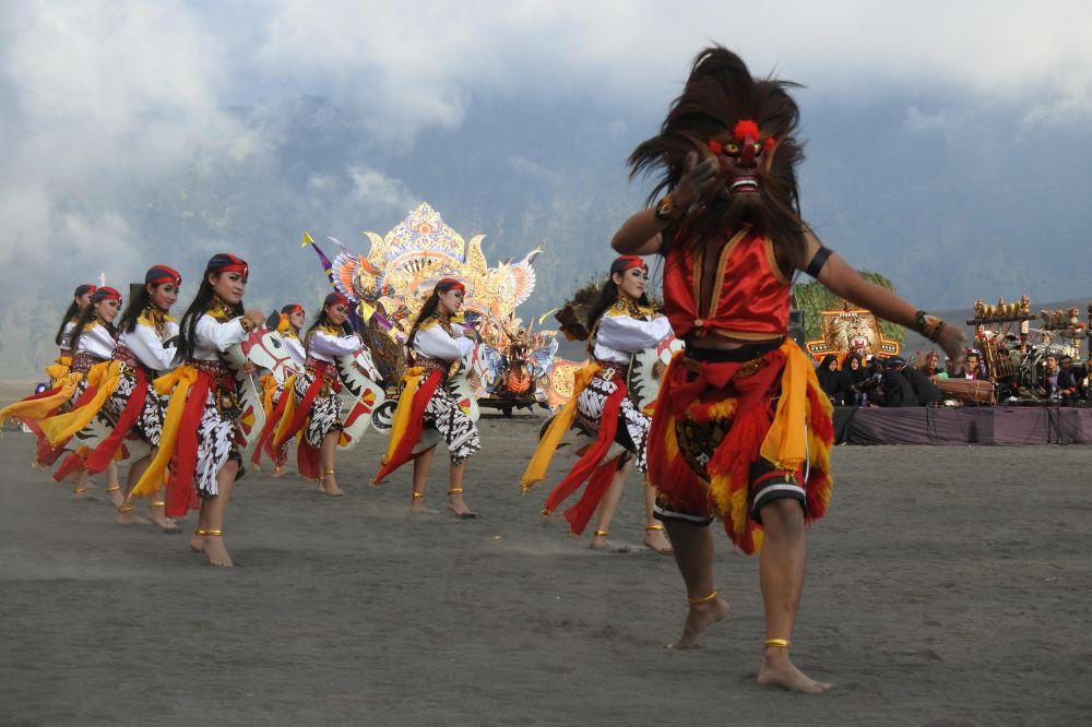persembahan tarian perayaan yadnya kasada 149