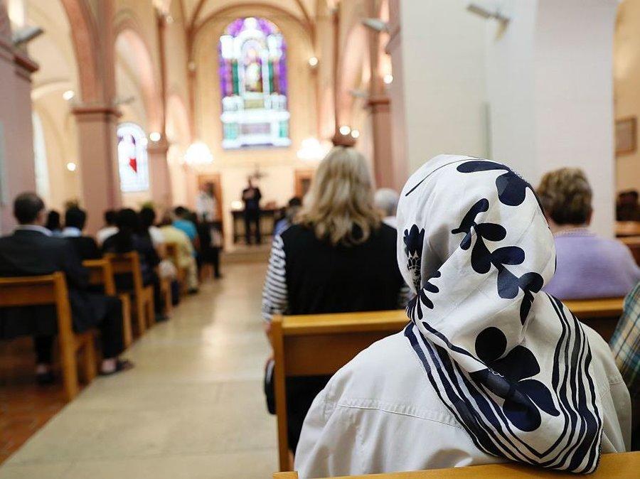 pertembungan agama yang harmoni dan toleransi 3